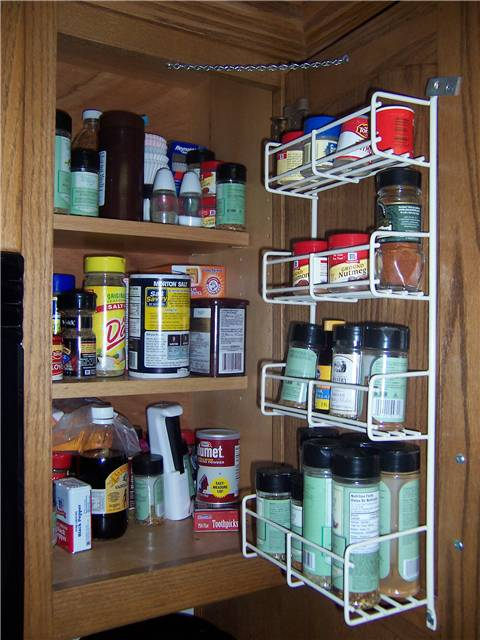 Spice cabinet with door mounted rack