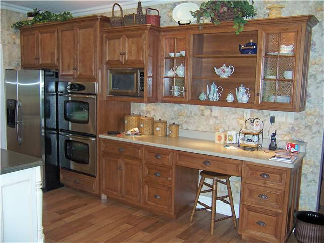 Cabinet style - standard reveal / Door & drawer front style - flat panel, miter corner