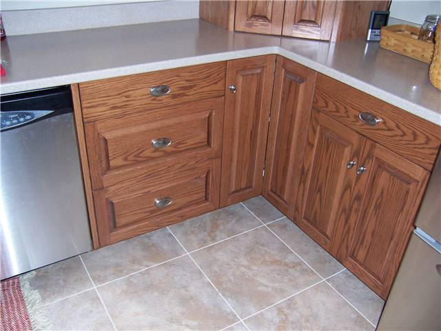 Cabinet style - full overlay / Door style raised panel / Drawer fronts - slab & raised panel