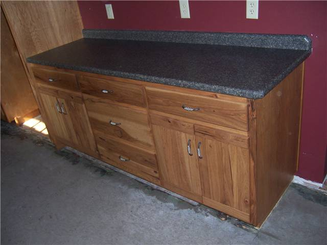 Cabinet style - standard reveal / Door style - planked / Slab drawer fronts