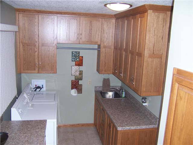 Oak cabinets - Laminate countertops - Clothes Rod