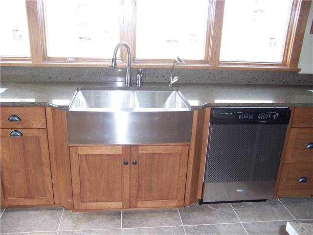 Hickory cabinets - Flat panel doors - Full overlay style - Quartz countertop