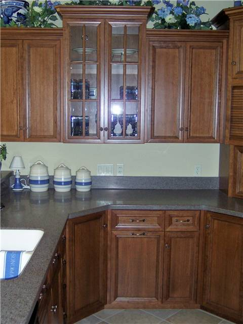 Cabinet style - full overlay / Door & drawer front style - flat panel, miter corner / Glass doors with standard mullions