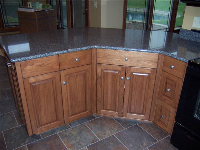 Cabinet style - full overlay / Door style - raised panel / Slab drawer fronts