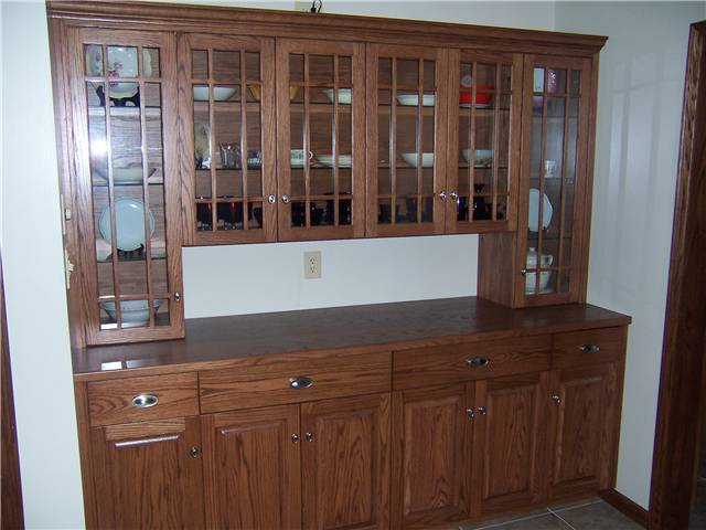 Cabinet style - full overlay / Raised panel lower doors / Glass upper doors with arts & crafts mullions / Slab drawer fronts