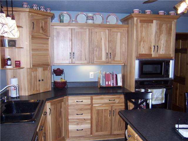 Cabinet style - standard reveal / Door style - flat panel / Slab drawer fronts