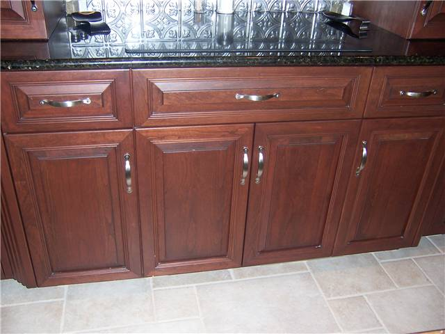 Cabinet style - full overlay / Door & drawer front style - raised panel, miter corner