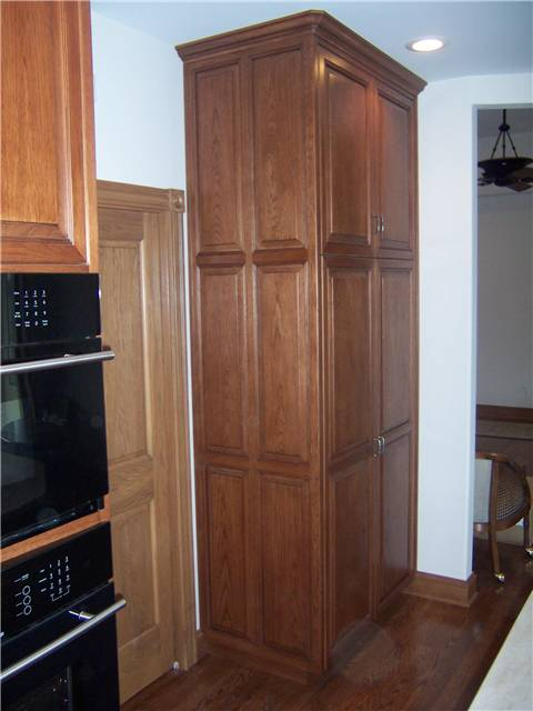 Cabinet style - full overlay / Door style - raised panel, miter corner