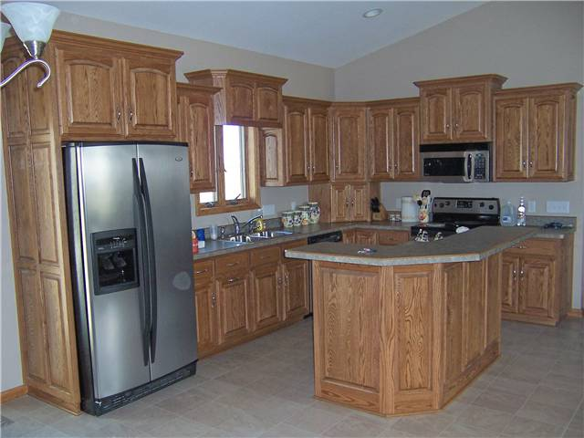 Charmant Red Oak Cabinets   Raised Panel Doors And Side Panels   Standard Overlay  Style   Laminate