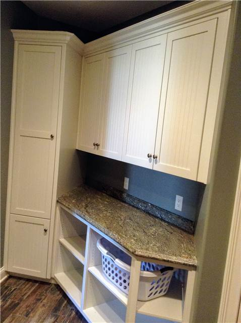 Painted cabinets - Laminate countertop